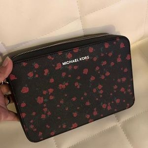 Michael Kors Bags - Michael Kors Lg EW Crossbody Jet Set item - NWT